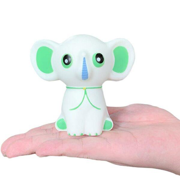 squishy éléphant blanc dans la main
