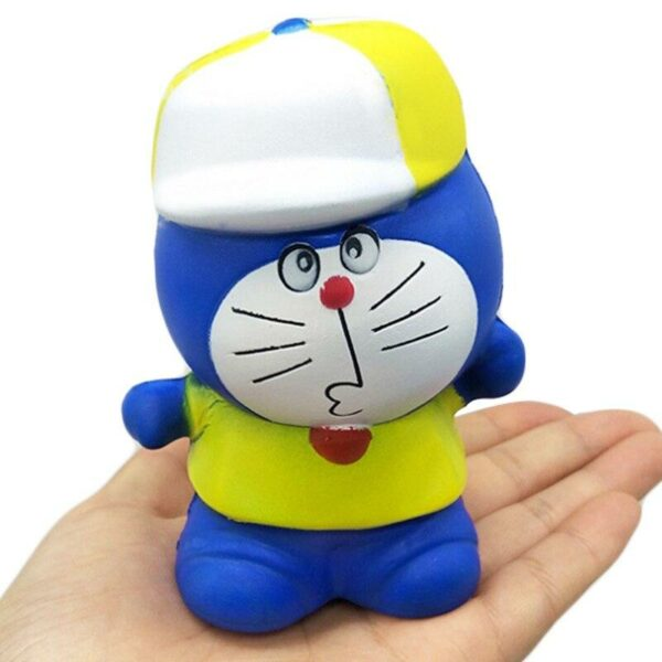 squishy doraemon dans la main