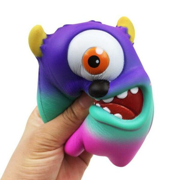 Squishy Monstres Academy écrasé
