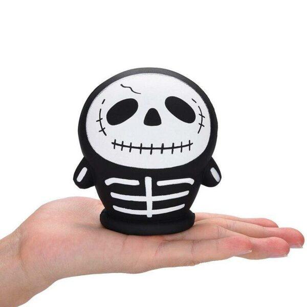 squishy squelette dans la main