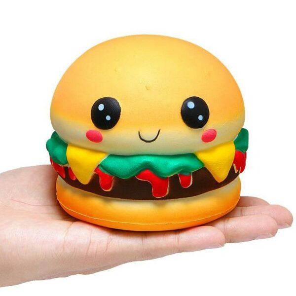 Squishy hamburger dans une main