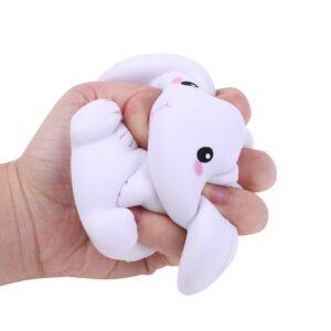 Squishy lapin dans la main