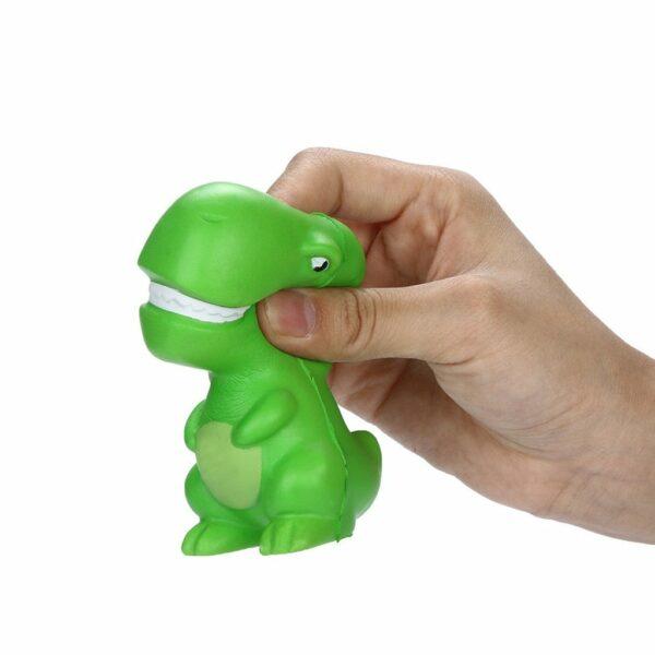 Squishy dinosaure dans la main