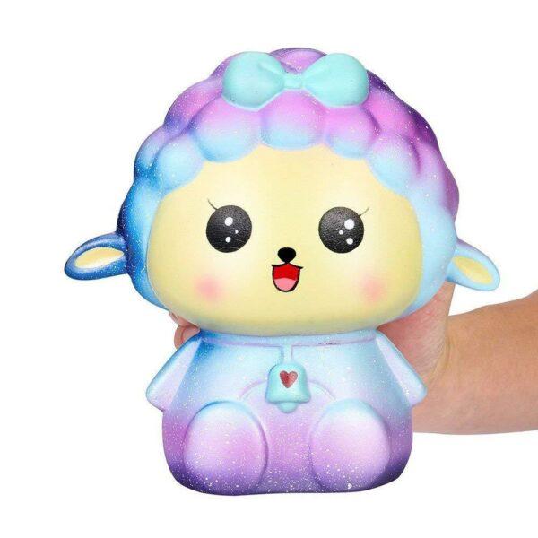 squishy mouton galaxy dans la main