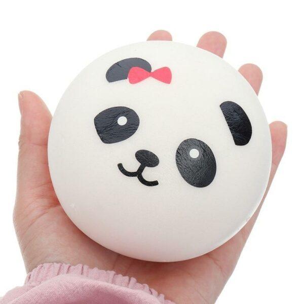 Squishy tete de panda dans la main