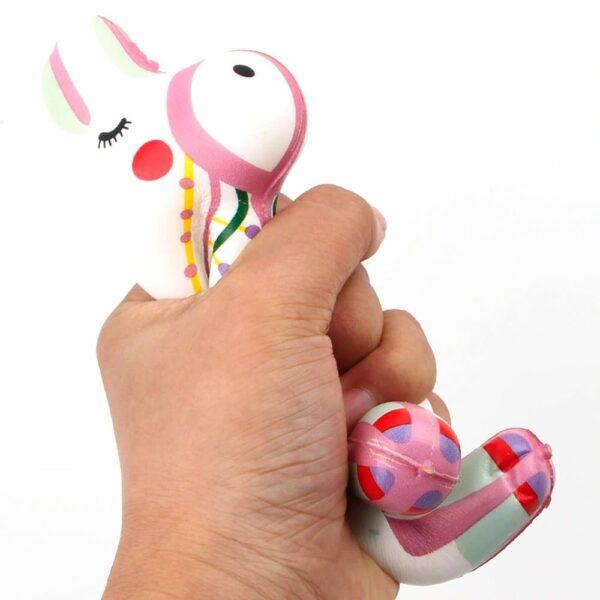 squishy alpaga dans la main