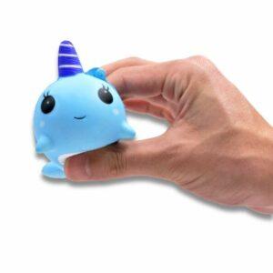 squishy baleine dans la main