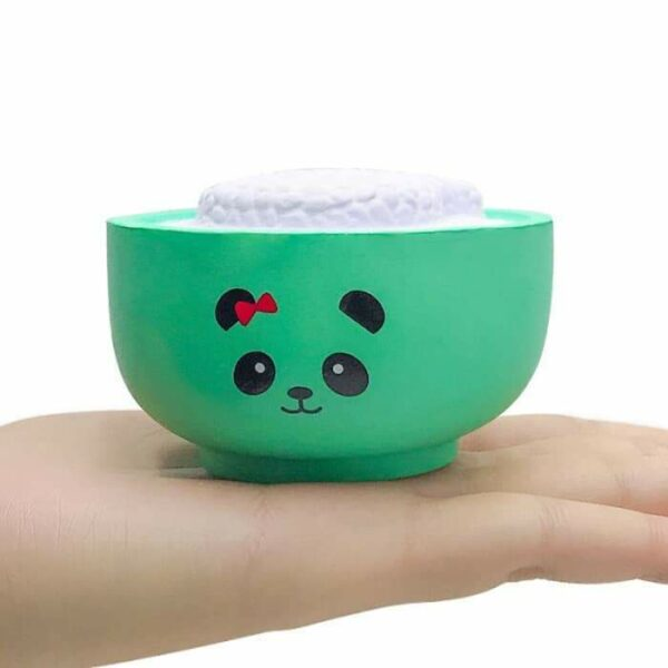squishy bol de riz dans la main