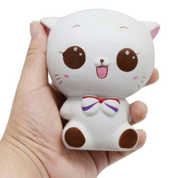 squishy chat japonais dans la main