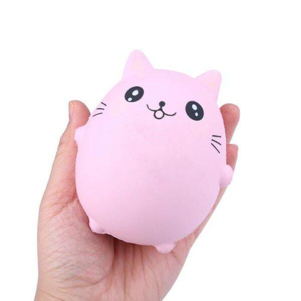squishy chat rose dans la main