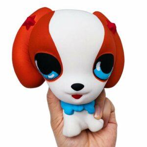 squishy chien beagle dans la main