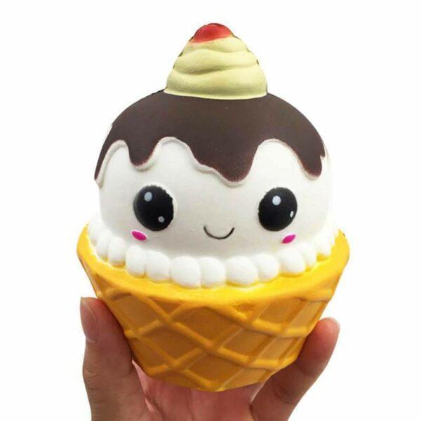 squishy cupcake dans la main