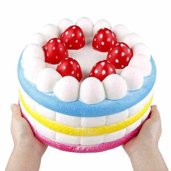squishy gâteau géant dans les mains