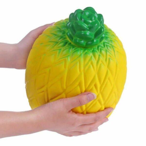 squishy géant ananas vu de profil