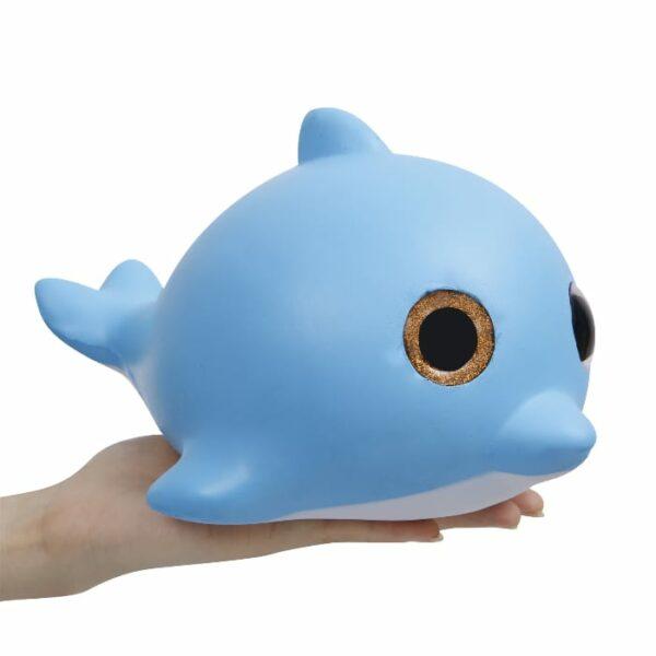 squishy géant baleine dans la main