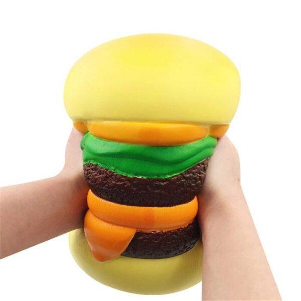 squishy géant cheeseburger dans les mains