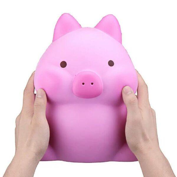 squishy geant cochon dans les mains