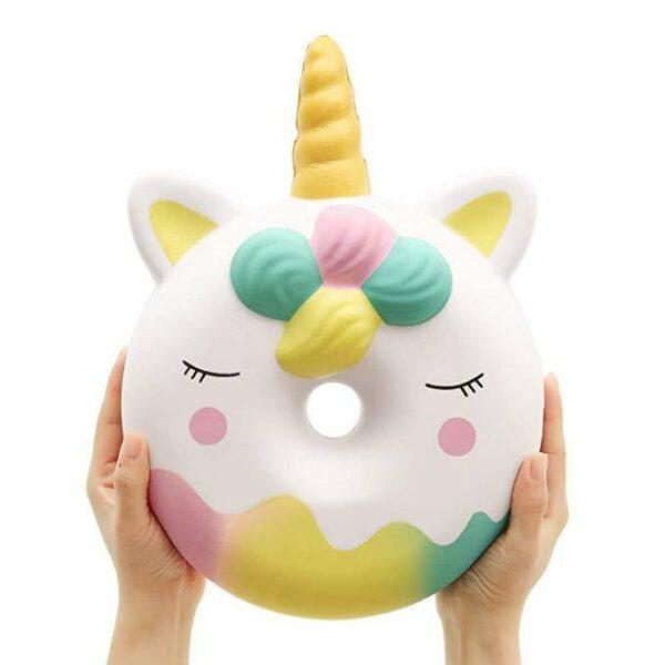 squishy geant donut licorne blanc dans les mains