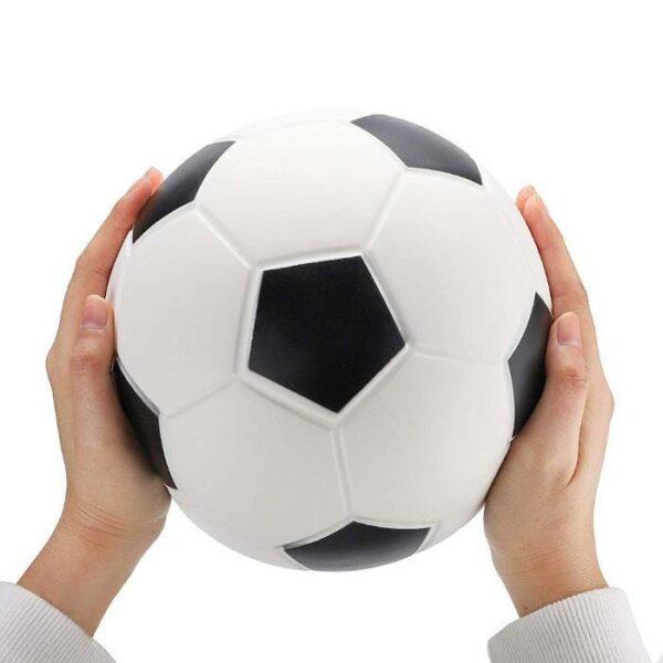 squishy geant foot dans les mains