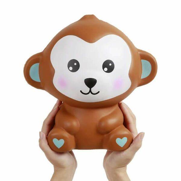 squishy geant singe dans les mains
