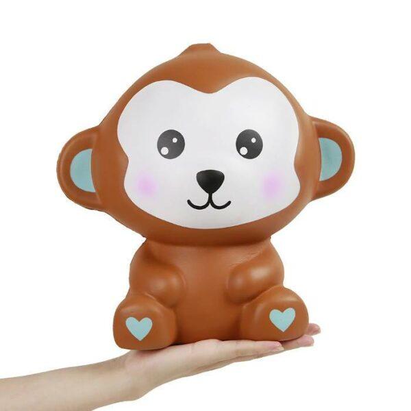 squishy geant singe sur la main