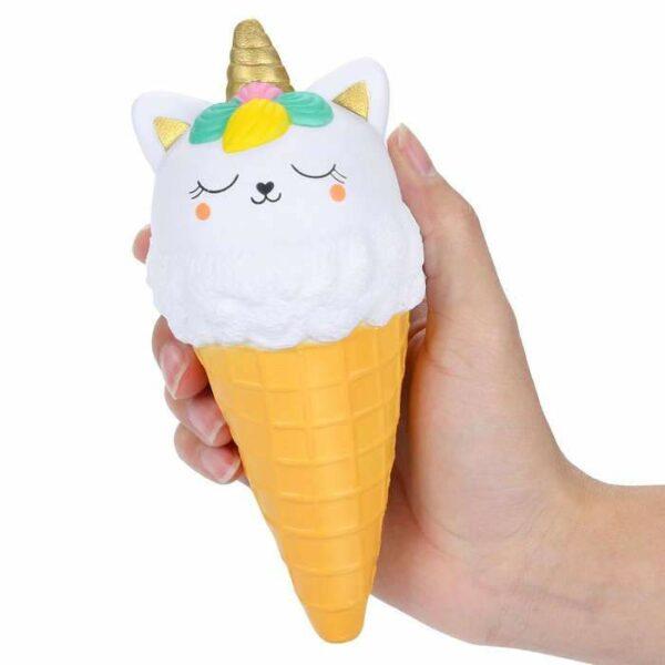 squishy glace chat dans la main