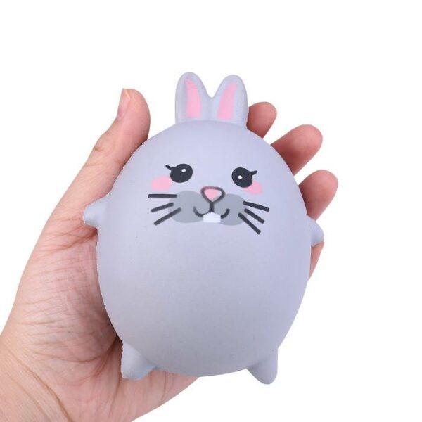squishy lapin magique dans la main