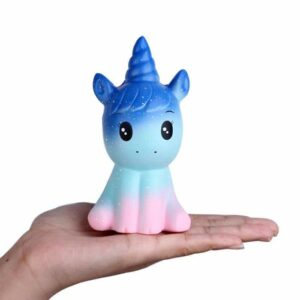 squishy licorne galaxy dans la main