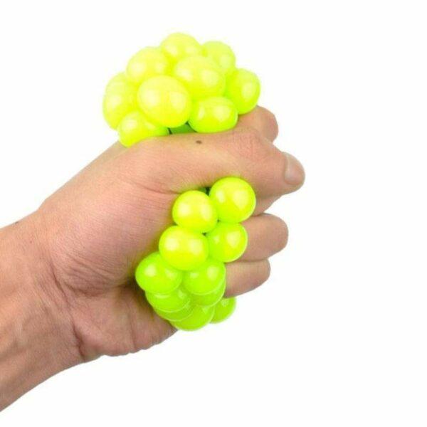 squishy mesh ball écrasé