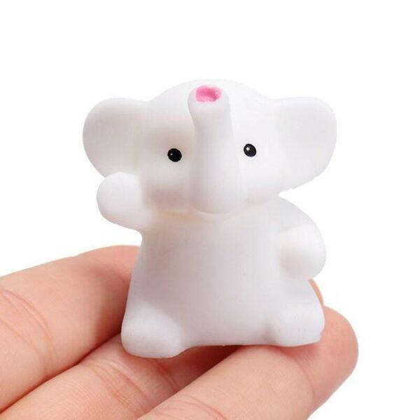 squishy mochi éléphant dans la main