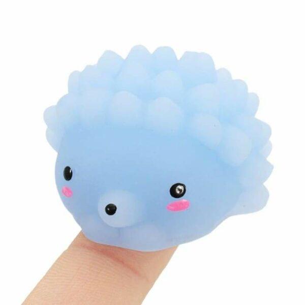 squishy mochi porc épique bleu dans la main