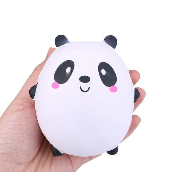 squishy panda rond dans la main