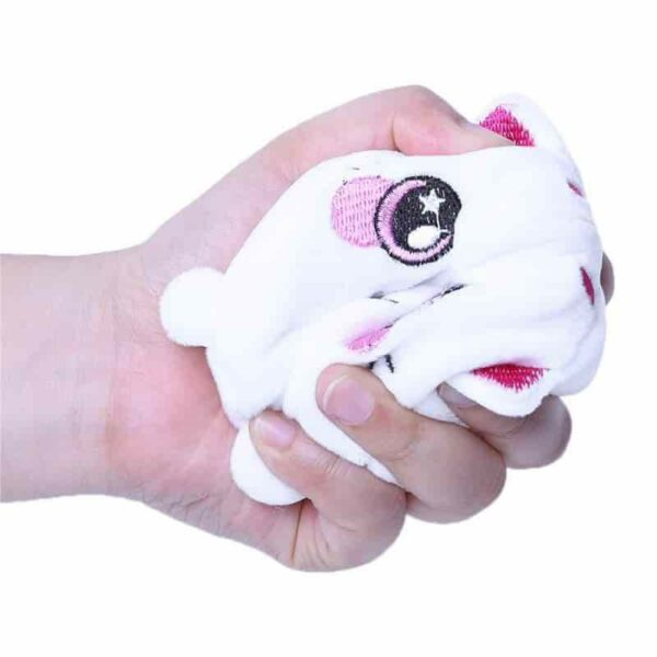 Squeezamals chat dans la main