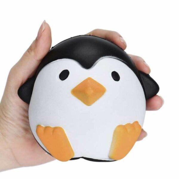 squishy pingouin rond dans la main