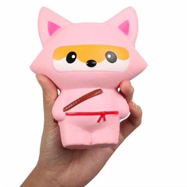squishy renard ninja rose dans la main