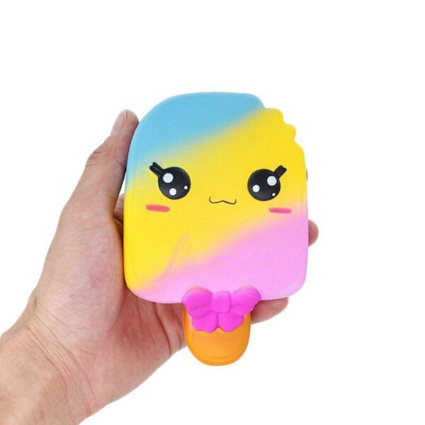 squishy glace multicolore dans la main