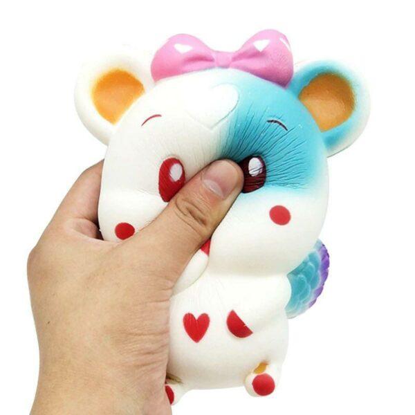 squishy souris blanc dans la main