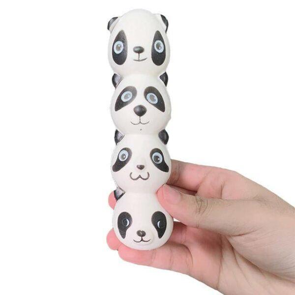 stylo squishy panda dans la main