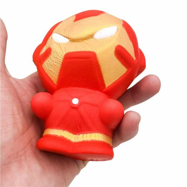 Squishy Iron Man dans la main