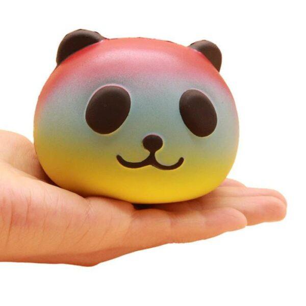 squishy tete de panda multicolore dans la main