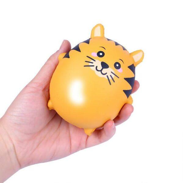 squishy tigre kawaii dans la main