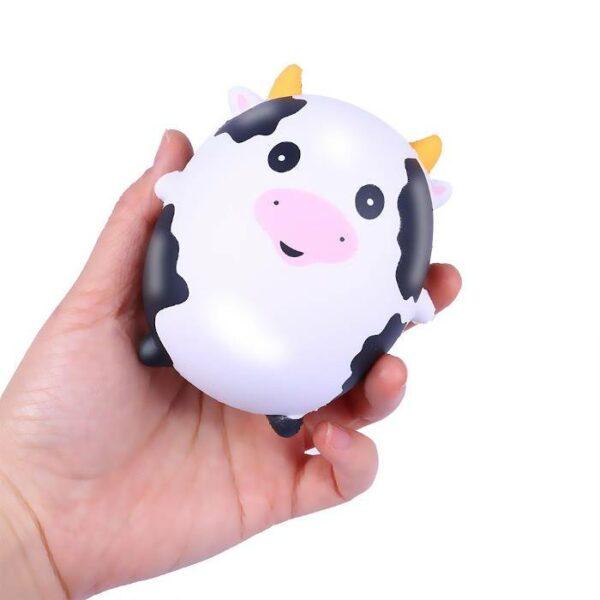 squishy vache magique dans la main